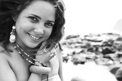 微笑的浏览器妇女 库存照片