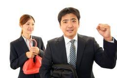 微笑的生意人和女实业家 免版税库存图片