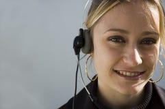 微笑的电话推销员 免版税库存图片