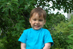 微笑的男孩。 愉快的童年 免版税图库摄影