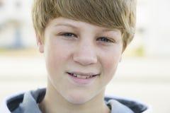 微笑的男孩照相机 库存图片