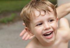 微笑的男孩笑 图库摄影