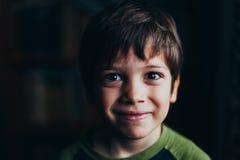 微笑的男孩纵向 免版税库存图片
