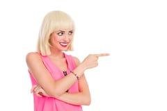 微笑的白肤金发妇女指向 图库摄影