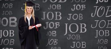 微笑的白肤金发的学生的综合图象拿着她的文凭的毕业生长袍的 免版税库存照片