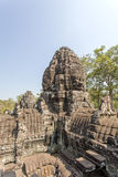 微笑的石面孔耸立, Bayon寺庙,吴哥城,暹粒,柬埔寨 库存图片