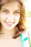 微笑的绿眼的女孩 库存照片