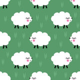 微笑的羊羔无缝的样式背景 传染媒介小绵羊例证孩子假日 库存图片