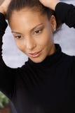 微笑的美国黑人的妇女特写镜头纵向  免版税库存图片