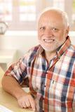 微笑的老人纵向  库存图片