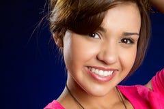 微笑的西班牙女孩 库存图片