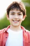 微笑的西班牙男孩画象在乡下 免版税图库摄影