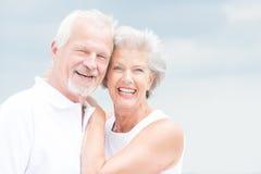微笑的资深夫妇 库存图片
