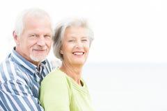 微笑的资深夫妇 库存照片