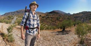微笑的远足者 免版税图库摄影