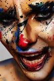 微笑的邪恶的小丑妇女 创造性组成 库存照片