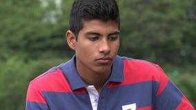 微笑的青少年的西班牙男孩 免版税库存照片