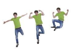 微笑的青少年跳跃 免版税库存图片