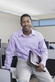 微笑的非裔美国人的商业主管 免版税库存照片