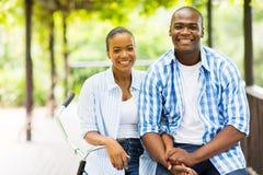微笑的非洲夫妇 图库摄影