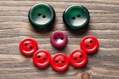 微笑的面孔由色的按钮特写镜头制成 免版税库存照片