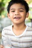 微笑的年轻亚裔男孩 免版税库存照片