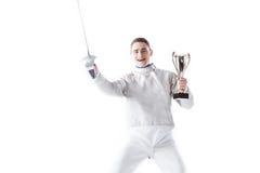 微笑的击剑者画象制服的有冠军` s觚的 免版税库存图片
