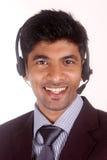 微笑的年轻印地安电话中心执行委员 免版税库存照片