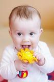 微笑的婴孩戏剧吵闹声 库存照片