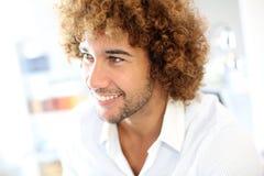 微笑的30岁的人画象  库存照片