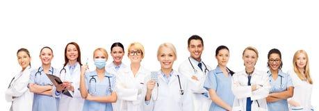 微笑的医生和护士有听诊器的 免版税库存图片