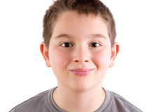 微笑的年轻男孩画象在白色演播室 库存图片