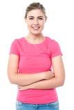 微笑的年轻确信的女孩 免版税库存图片