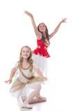 微笑的年轻芭蕾舞女演员,隔绝在白色 库存照片