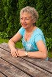 微笑的年迈的妇女画象  免版税库存图片