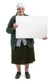 微笑的年长夫人在手上的拿着空白纸 免版税库存图片