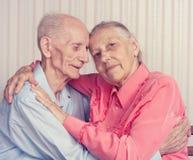 微笑的年长夫妇特写镜头画象  图库摄影
