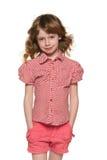 微笑相当有流动的头发的小女孩 免版税库存图片