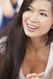 微笑美丽的东方亚裔的妇女放松& 免版税图库摄影