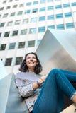 微笑美丽的女孩户外 复制空间 免版税图库摄影