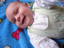 微笑逗人喜爱和快乐的孩子 库存图片