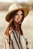微笑,与浪漫神色的美丽的妇女行家画象和 库存照片
