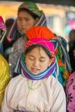 微笑,在老东范market的少数族裔妇女 库存照片