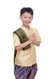 微笑年轻泰国的男孩和打手势欢迎 免版税库存照片
