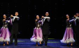 微笑以色列民间舞蹈这奥地利的世界舞蹈 免版税库存照片