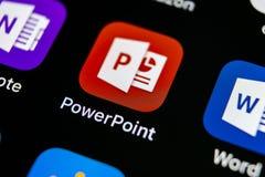 微软办公系统Powerpoint在苹果计算机iPhone x屏幕特写镜头的应用象 PowerPoint app象 微软电源插座applica 图库摄影