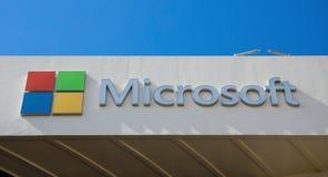 微软的标志在办公楼的在迪拜 库存图片