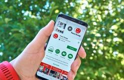 微软面对交换在三星s8的流动app 免版税图库摄影