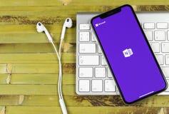 微软OneNote办公室在苹果计算机iPhone x屏幕特写镜头的应用象 微软一个笔记app象 微软applic的OneNote 图库摄影
