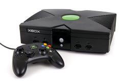 微软XBOX比赛控制台和控制器 免版税库存图片